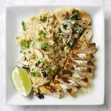 Vlees, quinoa en flatbread maaltijd Stock Foto