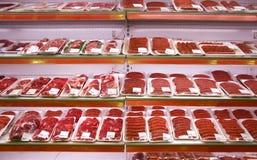 Vlees in winkel Stock Afbeeldingen