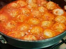 vleesballen met tomatoesaus stock fotografie