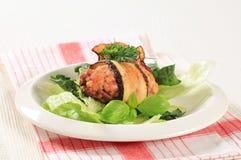 Vleesballetje dat in aubergine wordt verpakt Stock Afbeelding