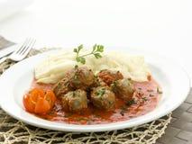 Vleesballetjes en fijngestampte aardappels Stock Foto