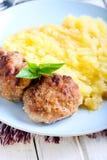 Vleesballetjes en fijngestampte aardappels Royalty-vrije Stock Afbeelding
