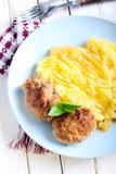 Vleesballetjes en fijngestampte aardappels Royalty-vrije Stock Foto's