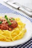 Vleesballetjes met deegwaren Stock Foto