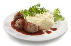 Vleesballetjes met fijngestampte aardappels Stock Afbeeldingen