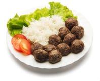 Vleesballetjes met rijst op de plaat Stock Foto