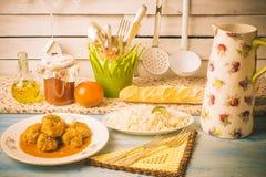 Vleesballetjes met saustomaat Stock Foto