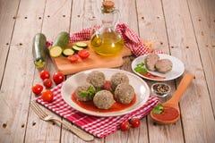 Vleesballetjes met tomatensaus stock fotografie
