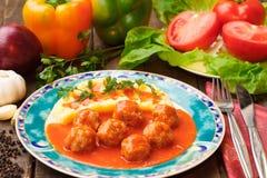 Vleesballetjes in tomatensaus Royalty-vrije Stock Afbeeldingen