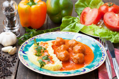 Vleesballetjes in tomatensaus Stock Foto's