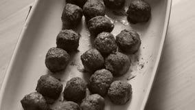 Vleesballetjes voor diner stock video