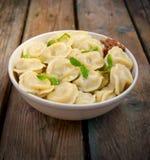 Vleesbollen - Russische gekookte pelmeni Royalty-vrije Stock Foto's