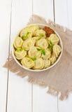 Vleesbollen - Russische gekookte pelmeni Stock Foto