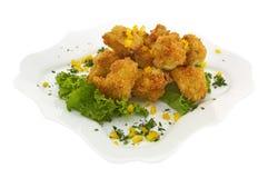 Vleesbroodjes in crumbs met sla Stock Afbeelding