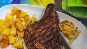 Vleeslapje vlees en Frieten royalty-vrije stock foto's
