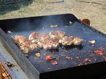 Vleespennen en uitgebeende geroosterde kippenbenen