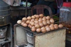 Vleespennen van het box de verkopende ei in lokale markt royalty-vrije stock fotografie