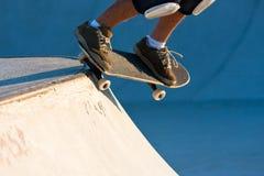 Vleetpark die - met een skateboard rijden royalty-vrije stock foto's