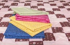 Vleiend gekleurd dekbedmateriaal 2 stock foto