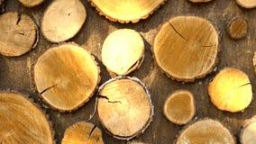 Vlek van licht op houten muur stock video