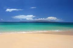 Vlekkeloos tropisch strand Royalty-vrije Stock Afbeeldingen
