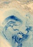 Vlekken van verf op papier De textuur van de plonsen en de vlekken van verf royalty-vrije illustratie