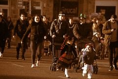 Vleselijk Cadiz Mensen in straat 64 Stock Fotografie