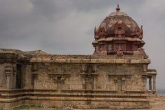 Vleugel met Vimanam bij verlaten tempel in Dindigul stock fotografie