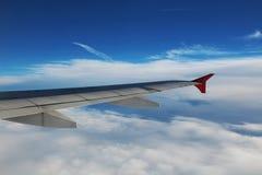 Vleugel van een vliegtuig Stock Afbeeldingen