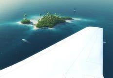 Vleugel van een vliegtuig die boven paradijs tropisch eiland vliegen Royalty-vrije Stock Fotografie