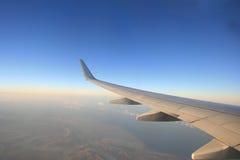 Vleugel van het vliegtuig Stock Afbeeldingen