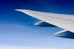 Vleugel van vliegtuig Stock Foto