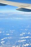 Vleugel van vliegtuig en hemel Royalty-vrije Stock Foto