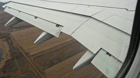 Vleugel van vliegtuigen in flyight stock videobeelden