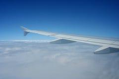 Vleugel van vliegtuigen in hemel Royalty-vrije Stock Fotografie