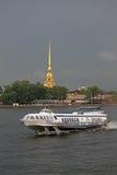 Vleugelbootmeteoor op Neva in St. Petersburg, Rusland Stock Afbeelding