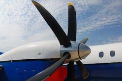 Vleugels en motoren van vliegtuigen Royalty-vrije Stock Fotografie