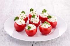 Välfylld tomat med ost Royaltyfria Bilder