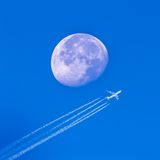 Vlieg aan de maan Stock Afbeelding
