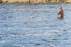 Vlieg die in kalme wateren vist Royalty-vrije Stock Afbeeldingen