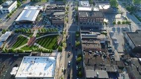 Vlieg onderaan Main Street stock footage
