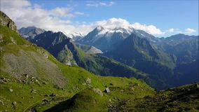 Vlieg over de Alpen, Zwitserland stock footage