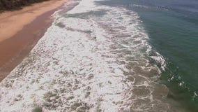 Vlieg over Eden-stranden, Australië stock footage