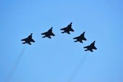 Vlieg voorbij van F-15SG tijdens de Nationale Parade 2011 van de Dag Stock Afbeeldingen