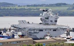 Vliegdekschip HMS Koningin Elizabeth royalty-vrije stock foto's
