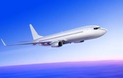 Vliegen-op vliegtuig in de hemel Stock Fotografie