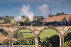 Vliegen Scotsman die St Duitsers viaduct, Cornwall kruisen stock foto