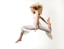 Vliegend blond meisje royalty-vrije stock afbeelding