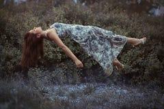 Vliegend meisje. royalty-vrije stock afbeeldingen
