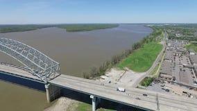 Vliegend in Memphis, Tennessee De Rivier en van de bedrijfs Mississippi district op Achtergrond stock video